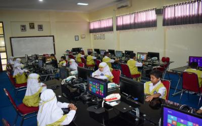 Guru dan Karyawan Sekolah Dasar Islam Al-Muhtadin